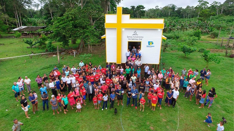 Igreja que Navega leva mais de 200 pessoas ao batismo